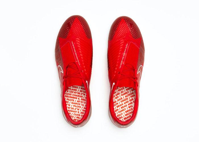 艾比 瓦姆巴赫_NIKE为克里斯汀·辛克莱尔推出特别版Phantom VNM足球鞋