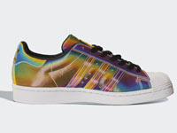"adidas Superstar ""Iridescent""镭射彩虹版亮相"