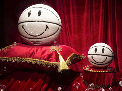 Swarovski与CHINATOWN MARKET合作版Smiley Basketball曝光